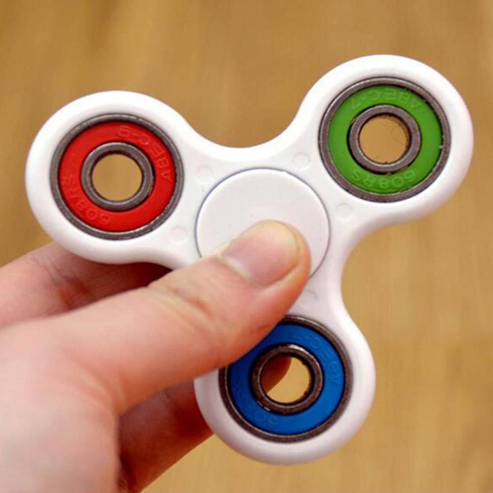 人気な指間ジャイロ 指先ジャイロ三角 減圧指間こま玩具 ハンドスピナー 指スピナー HAND SPINNER 大人 子供 大満足
